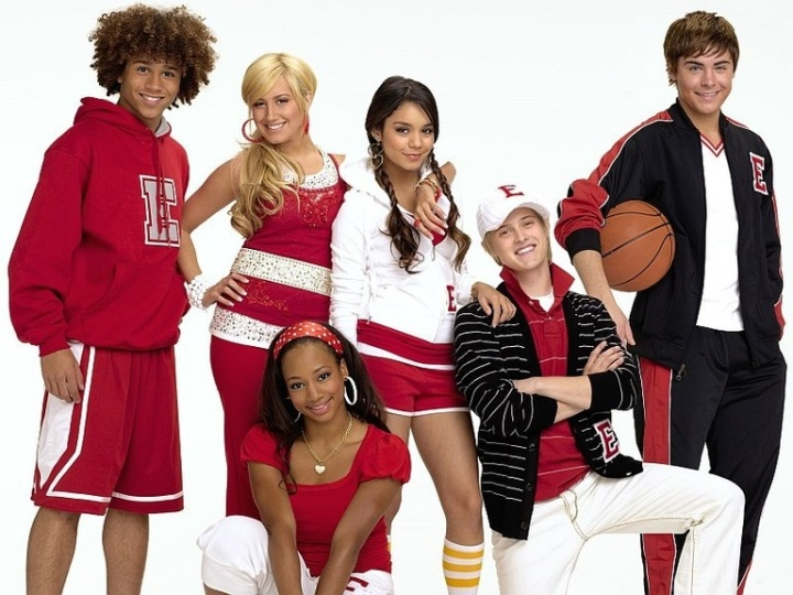On a completely side note, I swear I saw the blonde kid from High School Musical trying to pick up a girl in a bar back in 2009. I doubt it would work if he tried in 2016.