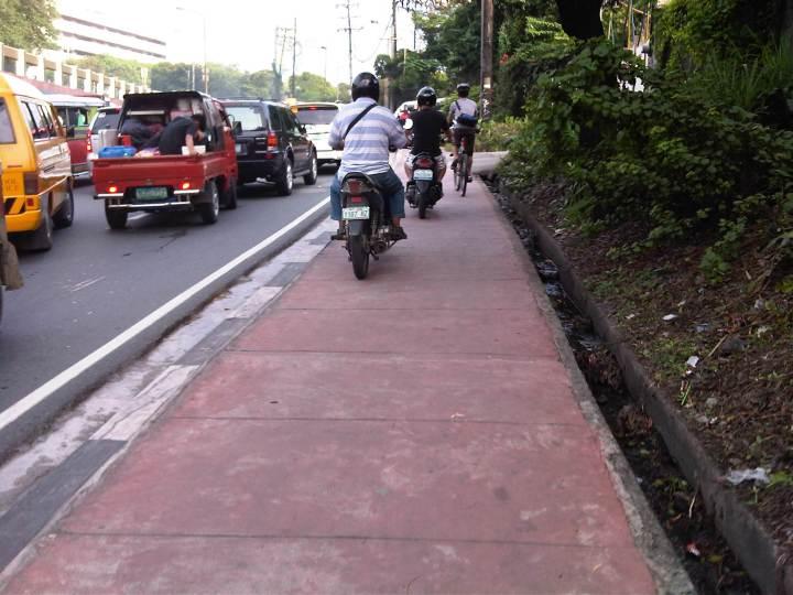 sidewalk-motorcycles-2